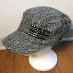 Accessories - 🌟3 For $25🌟Black/White Herringbone Studded Hat